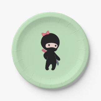 Prato De Papel Menina minúscula de Ninja no verde