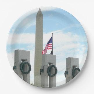 Prato De Papel Monumento de Washington e memorial de WWII na C.C.