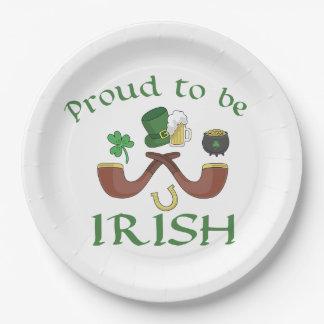 Prato De Papel Orgulhoso ser tubulações irlandesas e chapéu verde
