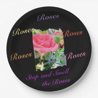 Prato De Papel Pare e cheire a placa de papel dos rosas