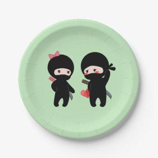 Prato De Papel Pares de Ninja, um menino e uma menina no verde