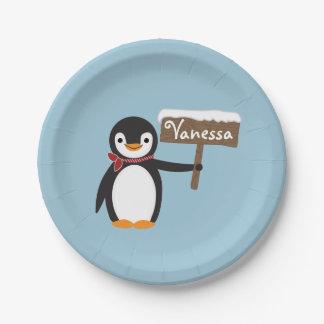 Prato De Papel Pinguim bonito com lenço & sinal de madeira