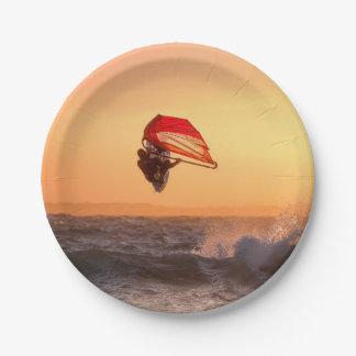 Prato De Papel Windsurfing no partido da praia do surfista do por