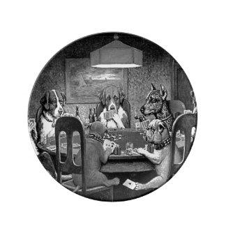 Prato De Porcelana Cães que jogam o póquer um amigo na necessidade