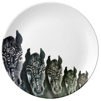 Prato De Porcelana Cavalos decorativos da placa da porcelana