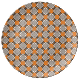 Prato De Porcelana Grade desvanecida do círculo por Kenneth Yoncich