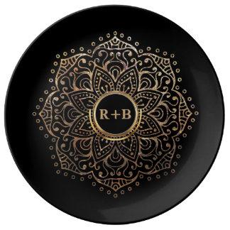 Prato De Porcelana Mandala preta do monograma do casamento do ouro de