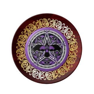 Prato De Porcelana O ritual medieval vermelho da feitiçaria do rubi