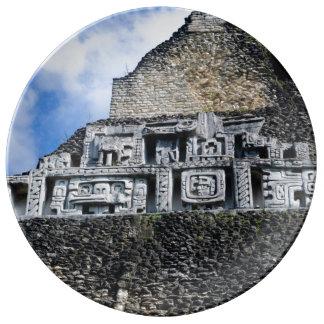 Prato De Porcelana Ruína maia de Xunantunich em Belize