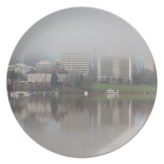 Prato Dia nevoento ao longo do panorama de Portland OU