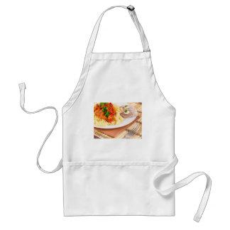 Prato do almoço da massa italiana, molho vegetal avental