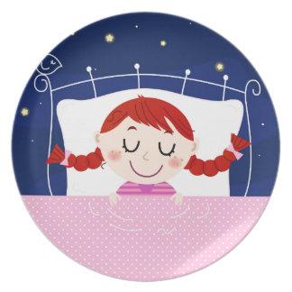 Prato Edição dos desenhistas com a menina de sono bonito