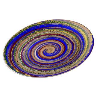 Prato espiral Multi-colorida da alegria