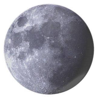 Prato Fim grande acima da lua - o satélite de terra -