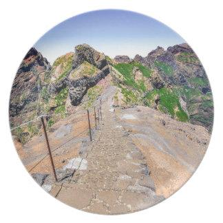 Prato Fuga de caminhada acima nas montanhas em Madeira