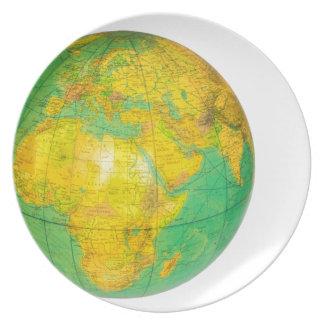 Prato Globo com a terra do planeta isolada no branco