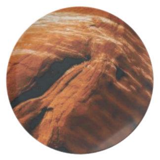 Prato inchando a rocha vermelha