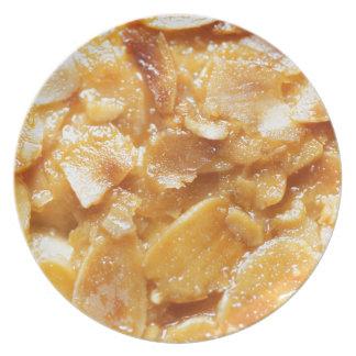 Prato Macro de divisores da amêndoa em um bolo