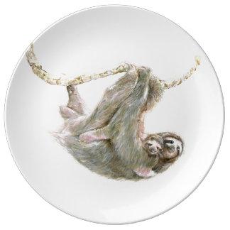 Prato Mamã da preguiça e afagos do bebê
