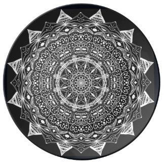 Prato Mandala preto e branco do desenhista por oásis