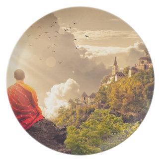Prato Monge Meditating antes do grande templo