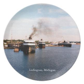Prato O carro/trilho de Ludington Ferries a placa