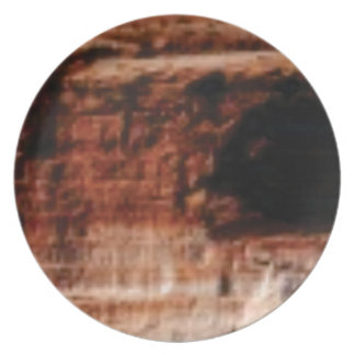 Prato penhascos vermelhos mergulhados da rocha