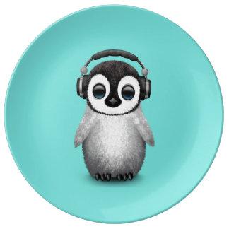 Prato Pinguim bonito DJ do bebê que veste fones de