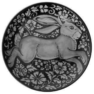 Prato Placa floral da porcelana do coelho preto, branco,