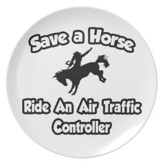 Prato Salvar um cavalo. Monte controlador aéreo