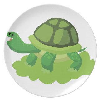 Prato tartaruga que anda na grama