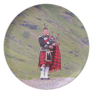 Prato Tocador de gaita-de-foles escocês solitário,