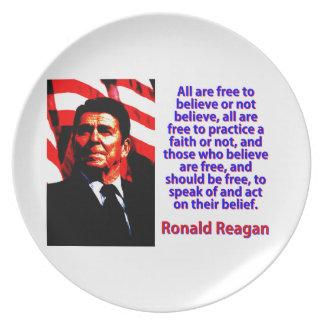 Prato Todos estão livres acreditar - Ronald Reagan