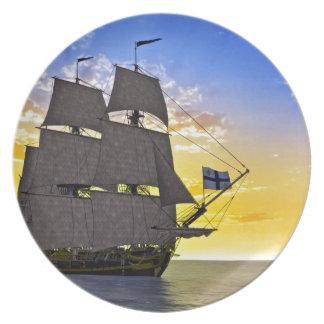 Prato Um navio de navigação preto de Corveta antes do
