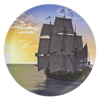 Prato Um navio de navigação preto de Corveta e o ajuste