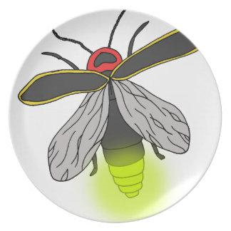 Prato vôo do inseto de relâmpago iluminado