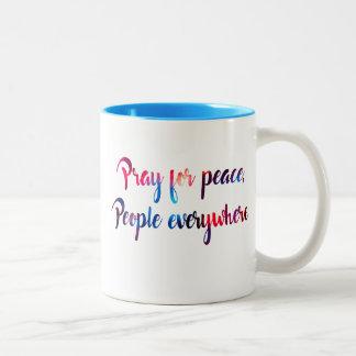 Pray para a paz, pessoas em toda parte! Caneca
