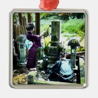 Praying aos antepassados no vintage velho de Japão Ornamento De Metal