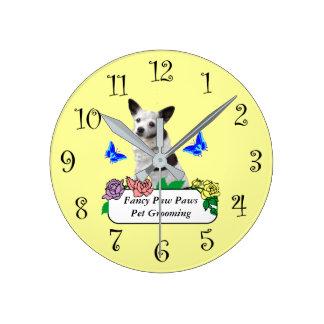Preparação extravagante do animal de estimação ou relógio redondo