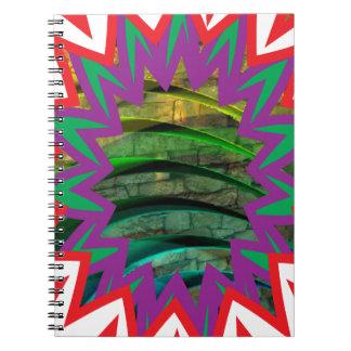 Presente colorido feliz do design gráfico da caderno espiral