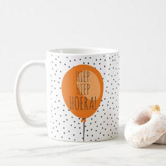 Presente de aniversário holandês do balão caneca de café