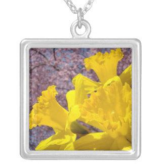 Presente de feriados das flores dos Daffodils dos Colar Com Pendente Quadrado