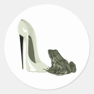 Presentes da arte dos calçados e do sapo do adesivo