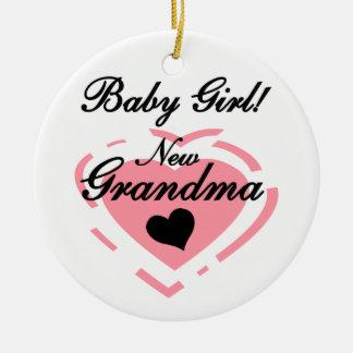 Presentes novos do coração do rosa do bebé da avó ornamento de cerâmica redondo