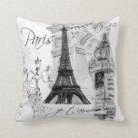 Preto & branco da colagem da torre Eiffel de Paris Travesseiros De Decoração