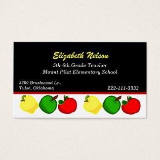 Preto com o cartão de visita do professor colorido