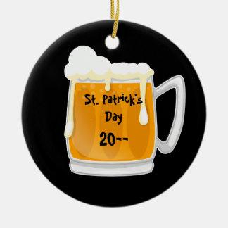 Preto comemorativo da cerveja bonito do Dia de São Ornamento De Cerâmica Redondo