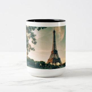 Preto da torre Eiffel de Paris caneca do Dois-Tom