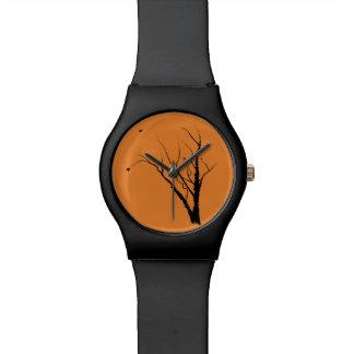 Preto e laranja do relógio da árvore do outono