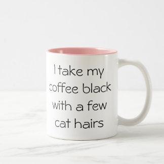 Preto engraçado do café com a caneca do cabelo do
